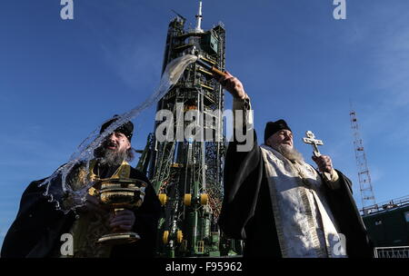 Baikonur, Kazakhstan. 14th Dec, 2015. An Orthodox priest sprays holy water on the Soyuz TMA-19M spacecraft at the - Stock Photo
