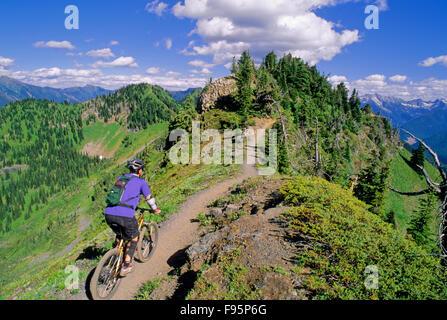 A man rides the ridge trail on Idaho Peak in the Kootenays near Silverton, B.C - Stock Photo