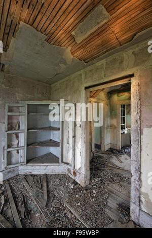 Abandoned house near Leader Saskatchewan (property released) - Stock Photo