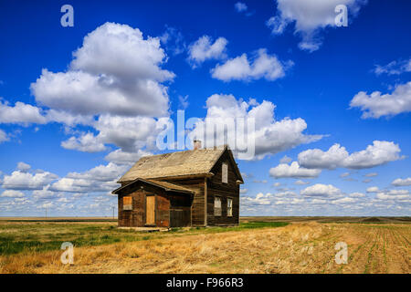 Abandoned farmhouse, near Leader, Saskatchewan, Canada - Stock Photo