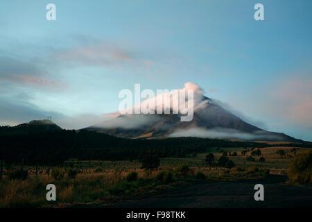 Popocatepetl volcanoe at sunrise. Estado de Mexico, Mexico - Stock Photo