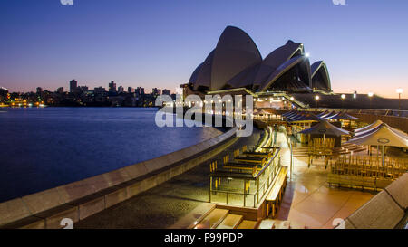 An early morning shot of the Sydney Opera House just before sunrise - Stock Photo