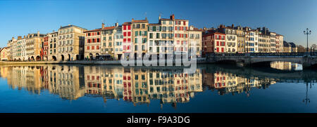 The Nive river and the Galuperie quay, in the 'Small Bayonne' area (Bayonne Atlantic Pyrenees Aquitaine France). - Stock Photo