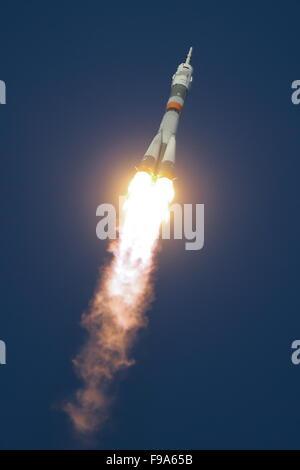 Baikonur, Kazakhstan. 15th Dec, 2015. Soyuz FG rocket with Soyuz TMA-19M carrying the ISS Expedition 46/47 crew - Stock Photo