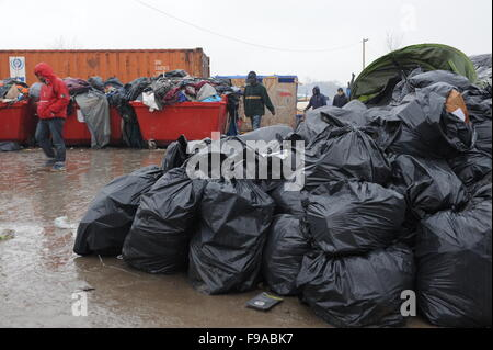 Calais, France. December 13th, 2015. Makeshift  tents and building in the 'Jungle' on a rainy morning. The refugee - Stock Photo