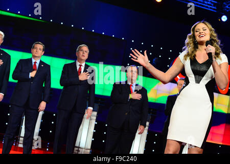 Las Vegas, Nevada, USA. 15th Dec, 2015. Ayla Brown sings the National Anthem as Presidential candidates Ted Cruz, - Stock Photo