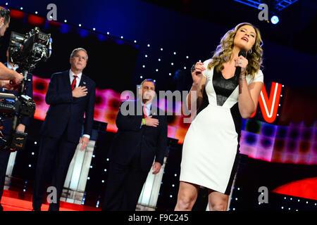 Las Vegas, Nevada, USA. 15th Dec, 2015. Ayla Brown sings the National Anthem as Presidential candidates Jeb Bush - Stock Photo