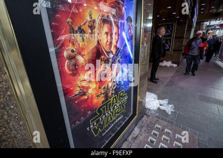 London, UK. 16th December, 2015. Star Wars: The Force Awakens preparations for British movie premiere in London's - Stock Photo