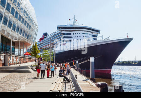 Germany, Free and Hanseatic City of Hamburg, Strandkai at HafenCity, Cunard Liner Queen Mary II, at the Hamburg - Stock Photo