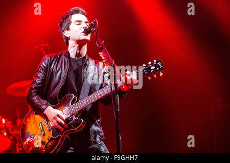The O2, North Greenwich, London, UK. 16th December, 2015. Stereophonics performing on stage at The O2, London. Credit: - Stock Photo
