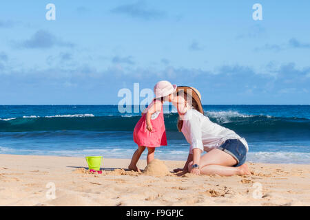 Mother and daughter kissing on the beach, Kauai island - Stock Photo