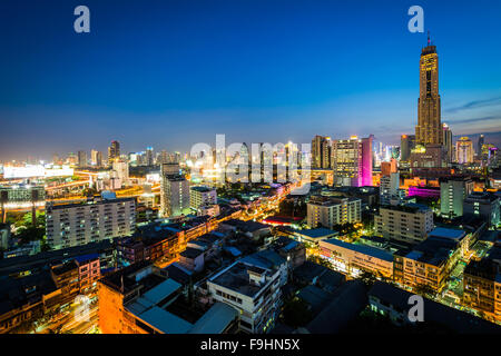 View of the Ratchathewi District at twilight, in Bangkok, Thailand. - Stock Photo