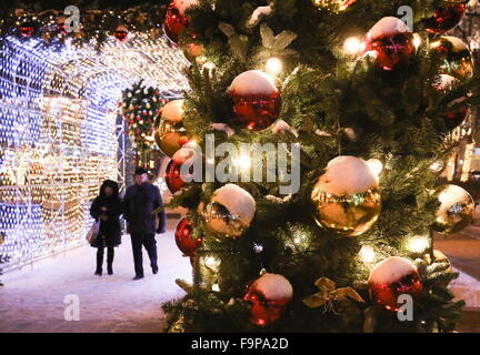 Moscow, Russia. 17th Dec, 2015. People walking in Tverskoy Boulevard decorated for the upcoming holidays as part - Stock Photo