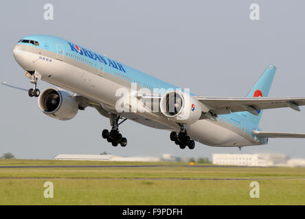 Korean Air Boeing 777-300 - Stock Photo
