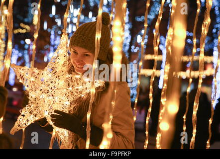 Moscow, Russia. 17th Dec, 2015. A girl in Tverskoy Boulevard decorated for the upcoming holidays as part of the - Stock Photo
