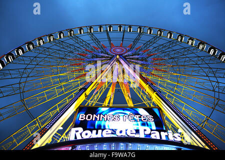 Paris. 18th Dec, 2015. Photo taken on Dec. 18, 2015 shows the ferris wheel at the Place de la Concorde in central - Stock Photo