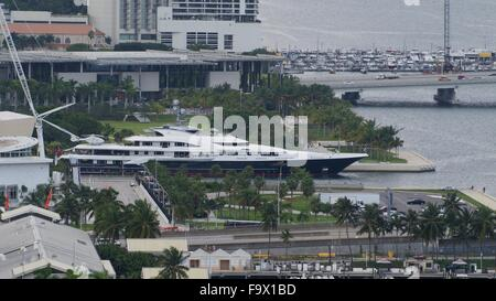 Building in downtown Miami - Stock Photo