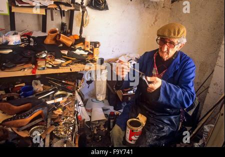 Shoemaker. José Dominguez Castro. Horno de San Agustin, 19.Albaicín quarter. Granada, Andalucia, Spain - Stock Photo