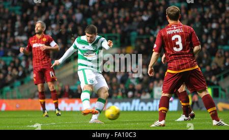 Celtic Park, Glasgow, Scotland. 19th Dec, 2015. Scottish Premier League. Celtic versus Motherwell. Nadir Ciftci - Stock Photo