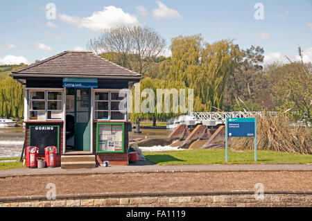 Goring Lock, River Thames, Lock Keepers Hut, Oxfordshire, England, - Stock Photo