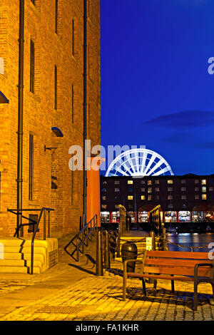 The Albert Dock complex in Liverpool at night - Stock Photo