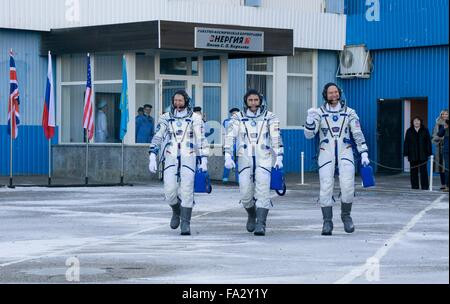 International Space Station Expedition 46 crew members depart Building 254 to launch onboard the Soyuz TMA-19M spacecraft - Stock Photo