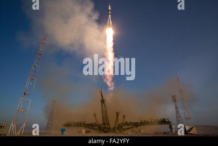 The Soyuz TMA-19M spacecraft launches carrying Expedition 46 crew members December 15, 2015 in Baikonur, Kazakhstan. - Stock Photo
