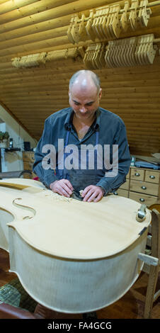 Frankfurt Oder, Germany. 17th Dec, 2015. Master craftsman Peer Schreier works on the restoration of a more than - Stock Photo