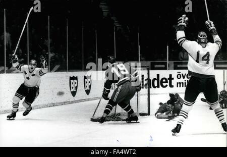 1970 - Ice Hockey World Championship Stockholm 1970, USSR-Sweden 2:2 Nr 12 Stig-Goran Johansson, Sweden, scoring - Stock Photo