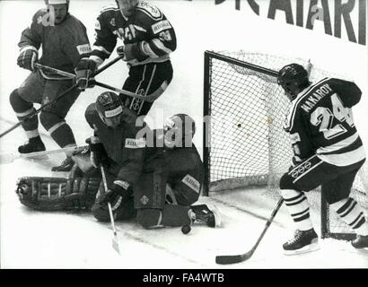1970 - IceHockey-WorldChampionships in Switzerland: The first of the icehockey-worldchampionship's final round was - Stock Photo