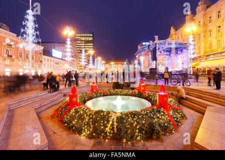 Zagreb advent 2016. Main square, Jelacic square and mandusevac fountain in front.