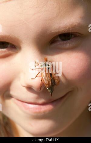 Maybeetle, common cockchafer, maybug, girl, child, Maikäfer, Feld-Maikäfer, Feldmaikäfer, Melolontha melolontha, Mädchen, Kind