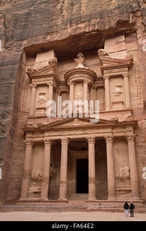 A couple in front of theTreasury, Petra, Jordan - Stock Photo