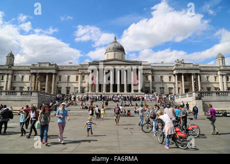 People in front of the National Gallery building in London. - Stock Photo