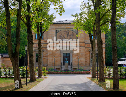 Villa Wahnfried, home of Richard Wagner 1813-1883, bust of Louis II in front, Bayreuth, Upper Franconia, Bavaria, - Stock Photo