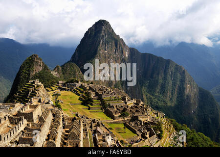 Ruins, Inca city of Machu Picchu, Huayna Picchu Mountain behind, UNESCO World Heritage Site, Urubamba, Cusco Province, - Stock Photo