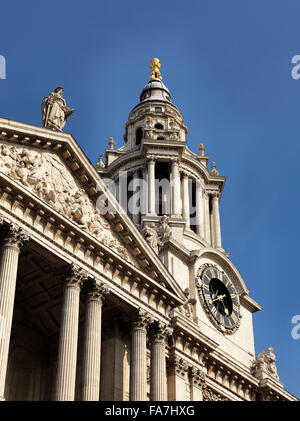 ST PAUL'S CATHEDRAL, London. Detail of West Elevation. - Stock Photo