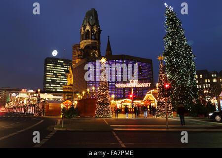 The City Weihnachtsmarkt am Gedachtniskirche Christmas market on Ku'damm in Berlin, Germany. - Stock Photo