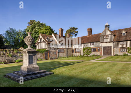 The cottages at Ightham Mote, Kent - Stock Photo
