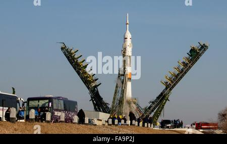 The Soyuz TMA-19M spacecraft gantry is lowered as it prepares to blast off with Expedition 46 crew members December - Stock Photo