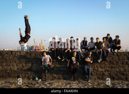 Anzali Port, Iran. 24th Dec, 2015. Iranian young teens pose for a group picture in Anzali Port in Gilan province, - Stock Photo