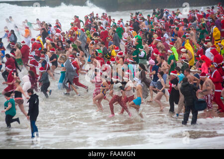 Bournemouth, Dorset, UK. 25th Dec, 2015. White Christmas Dip on Christmas Day. Brave volunteers plunge into the - Stock Photo