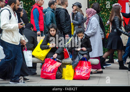 London, UK, 26 December 2015, Boxing day shopping in Oxford Street as January sales start early. Credit:  JOHNNY - Stock Photo