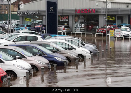 Keighley, UK. 26 December 2105. Cars at a dealership stand partly submerged during floods in Keighley, West Yorkshire - Stock Photo
