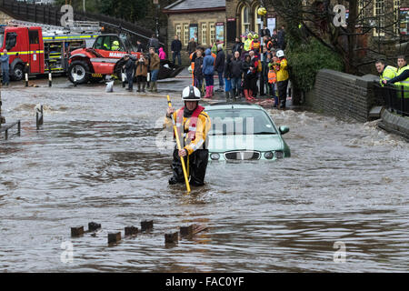 Haworth, UK. 26 December 2105. A firefighter makes his way through floods at Haworth, West Yorkshire following heavy - Stock Photo