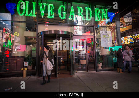 An olive garden casual dining chain restaurant stock photo royalty free image 52773160 alamy Olive garden italian restaurant new york ny