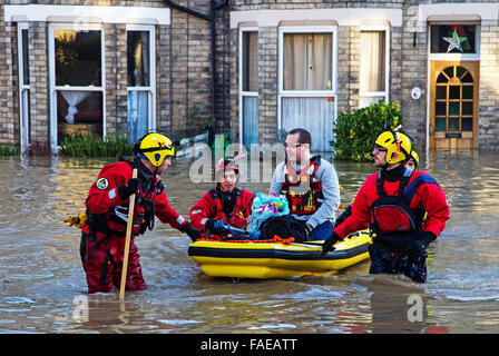 December 2015 York Floods: Swaledale Rescue services evacuating residents from flooded homes in the Huntington Road - Stock Photo