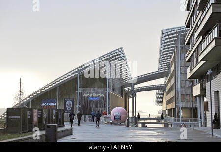 Oslo, Norway. 18th Nov, 2015. Visitors outside the Astrup Fearnley Museum in Oslo, Norway, 18 November 2015. The - Stock Photo