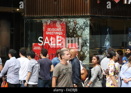 Sydney, Australia. 28 December 2015.  Traditionally, just after Christmas from Boxing Day onwards there are big - Stock Photo