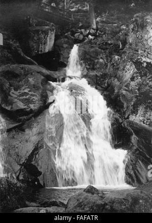 Die Triberger Wasserfälle im Schwarzwald, Deutschland 1930er Jahre. Triberg waterfalls at Black Forest, Germany - Stock Photo